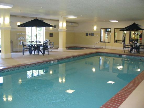 Hampton Inn La Porte: Pool area
