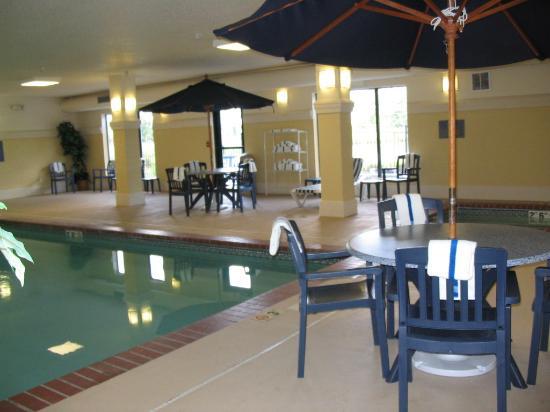 Hampton Inn La Porte: Other view of pool area