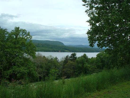 Hyde Park, NY: Veiw of The Hudson River from the Mansion