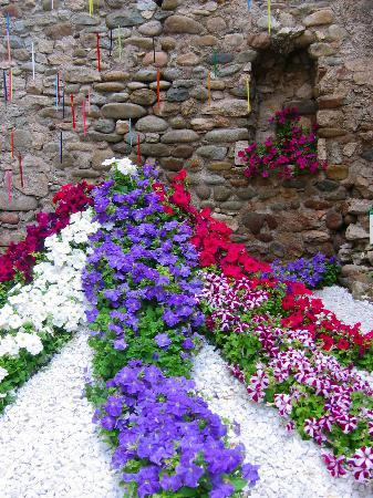Gerona, Spanien: The Flower Theme is Loved by All!