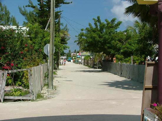 Cayes de Belice, Belice: no cars allowed on this Caye!
