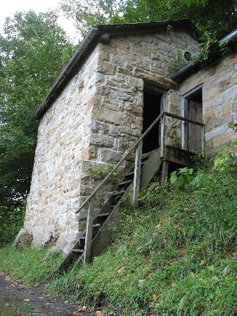 Δυτική Βιρτζίνια: Kaymoor Trail: Abandoned mine building