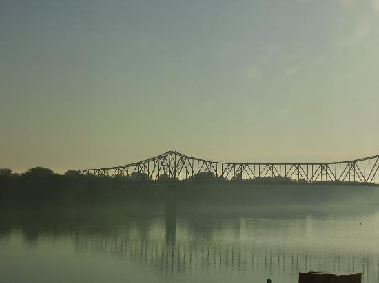 Owensboro, KY : Looking out on the Ohio River