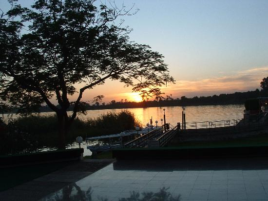 Jolie Ville Hotel & Spa - Kings Island, Luxor: Sunset view across the Nile -
