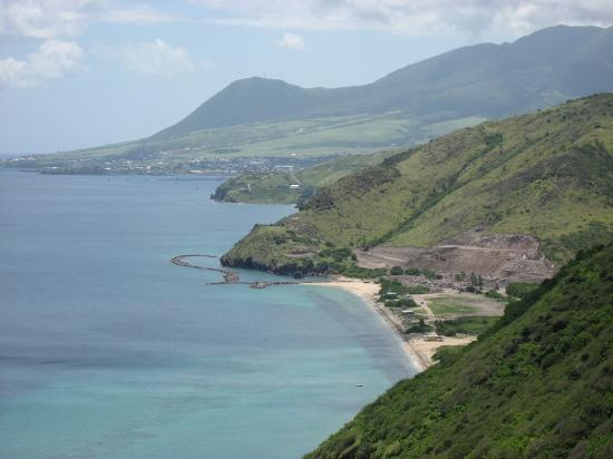 São Cristóvão e Nevis: View of South Friar's Bay