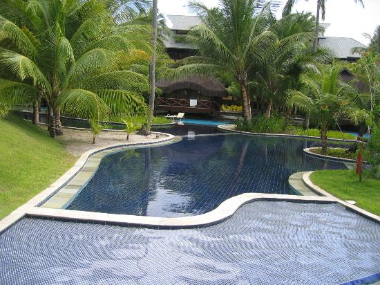Nannai Resort & Spa: pool and bungalow with a private pool