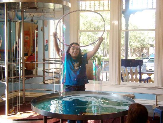 Gilbert House Children's Museum: The Bubble room