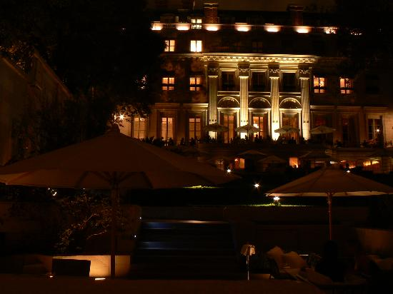 Palacio Duhau - Park Hyatt Buenos Aires: The Palacio Duhau at night