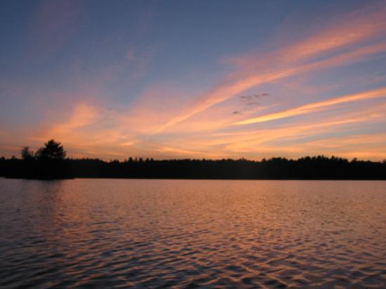 Medomak Camp and Retreat Center: A family sunset canoe ride captured the beauty of Medomak