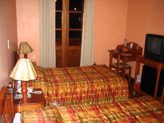 BEST WESTERN Los Andes De America: Old furniture in rooms