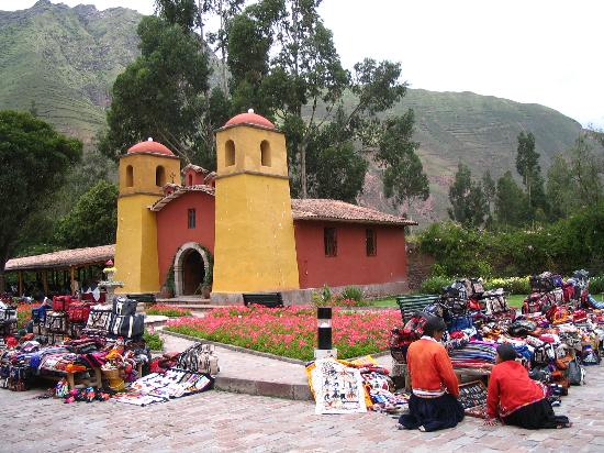 Sonesta Posadas del Inca Yucay: Vendors and the Church