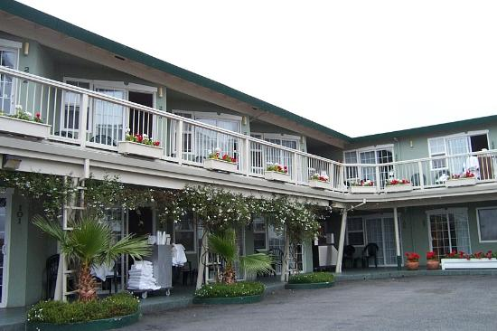 Seaway Inn: A small cute place