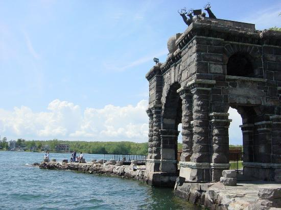 ‪‪Alexandria Bay‬, نيويورك: Views on the Boldt Castle Island‬