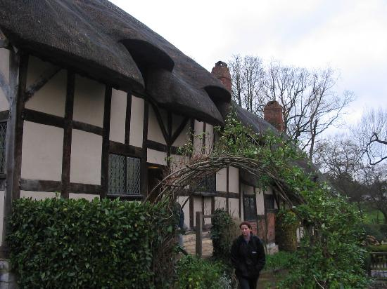 Anne Hathaway's Cottage & Gardens: View of Anne Hathaway's Cottage