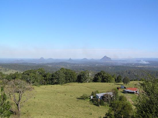 Queensland, Australië: Another view of the Glass House Mountains.