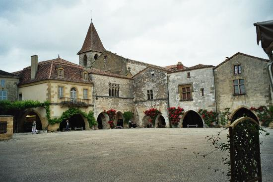 "Dordogne Tal, Frankreich: Monpazier. The finest ""Bastide"" town.Restaurant ""La Bastide"" the best Foie gras.Gorgeous food."