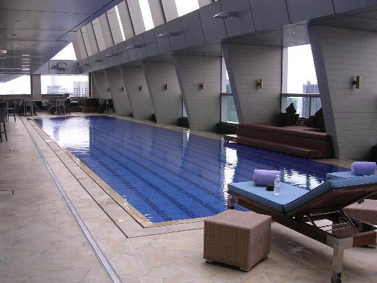Traders Hotel, Kuala Lumpur: Moderm design swimming pool