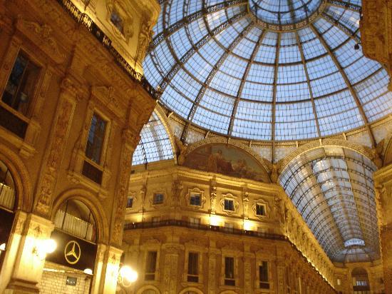 Michelangelo Hotel: Plaza Near Duomo