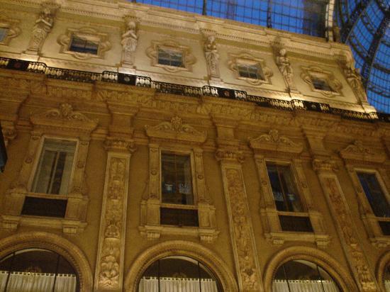 Michelangelo Hotel: Facade - Plaza Near Duomo