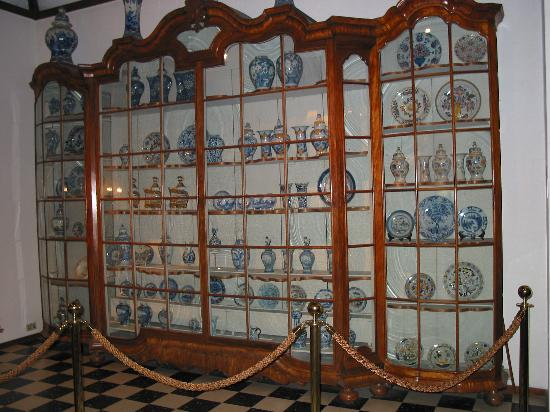 Display cabinet at Royal Delft Factory