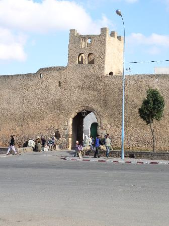 Azemmour, Maroc : one or the doors in the ancien walls