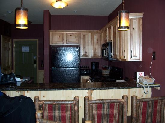 Glacier Canyon Lodge: Kitchen