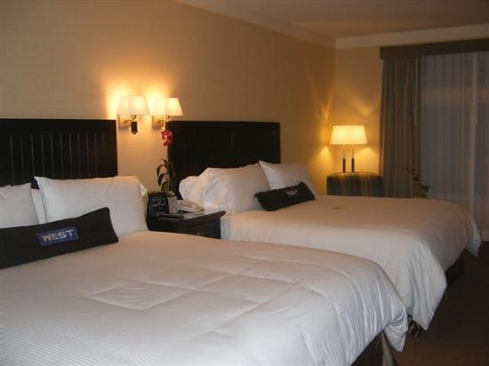 West Inn & Suites Carlsbad: Two king beds