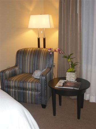West Inn & Suites Carlsbad: Room sitting area