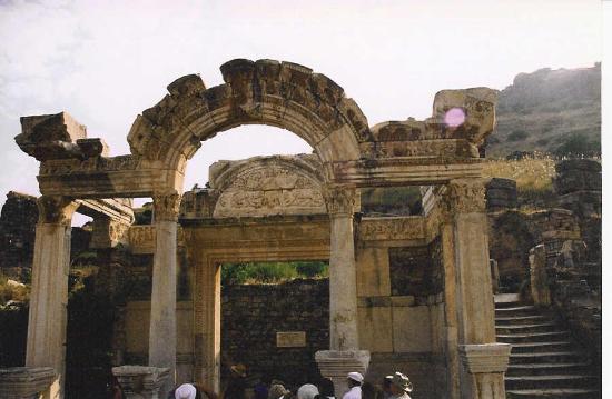 Selcuk, Tyrkiet: Temple of Hadrian