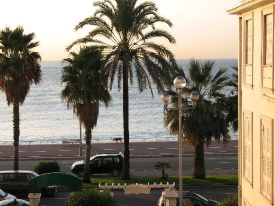 Hôtel Villa Eden : Morning view from window
