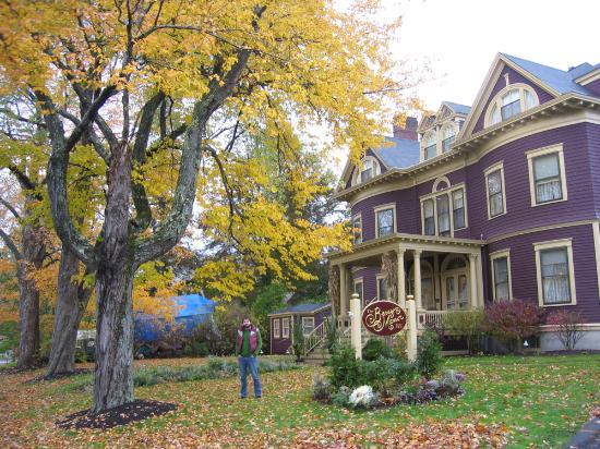 Berry Manor Inn: Beautiful Maine in fall