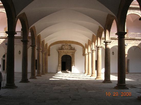 Upper level of patio, Hospital de Tavera