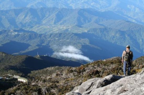 Sabah, Malasia: View of Laban Rata Resthouse on the way down