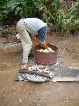 Mahina Taka-Taka Georgia Residencial: Baking bread