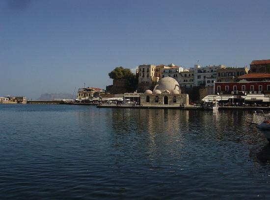 Ammos Hotel: The harbor in Chania