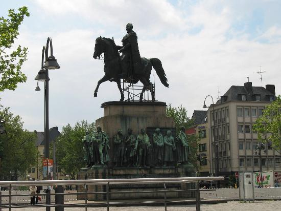 Cologne, Allemagne : Statue in city center