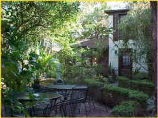 St. Francis Inn Bed and Breakfast : The Courtyard