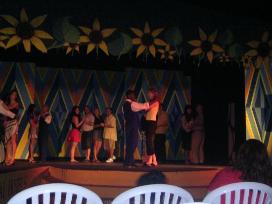 Occidental Caribbean Village Playa Dorada: Dancing lessons on stage