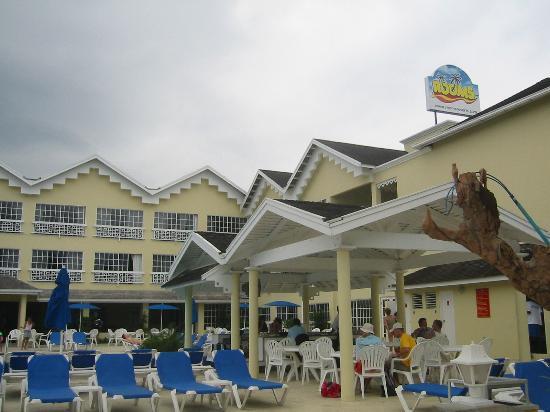 Rooms Ocho Rios: exterior pool/bar area