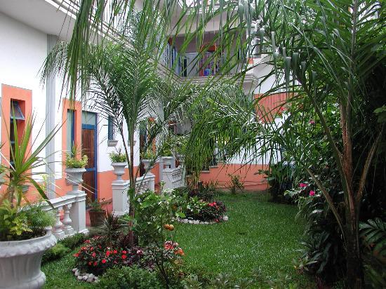 Posada Del Cafeto: Courtyard