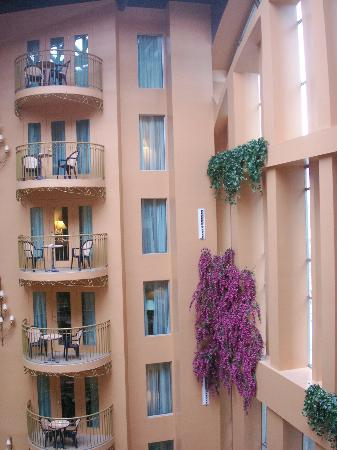 Hotel Palace Royal: Balconies looking into atrium.