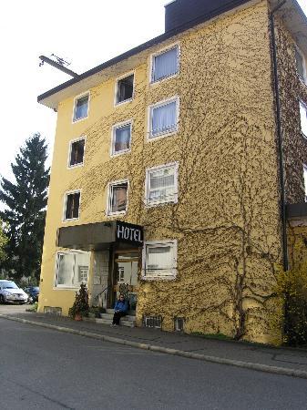 Businesshotel Rosenau: Side of hotel
