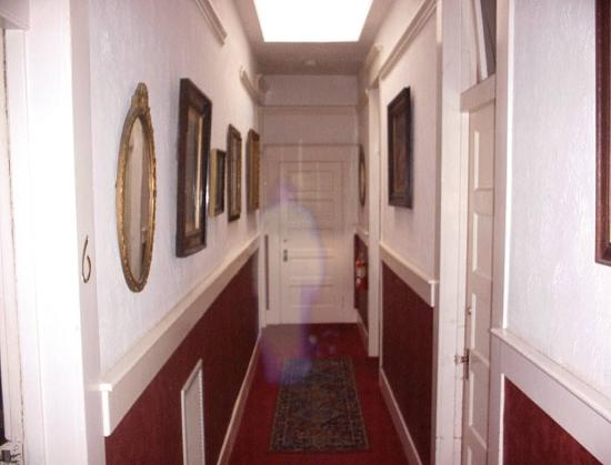 Bisbee Grand Hotel: Ghost in the Hall!