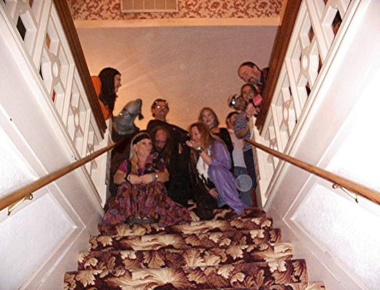 Bisbee Grand Hotel: Top of stairs.