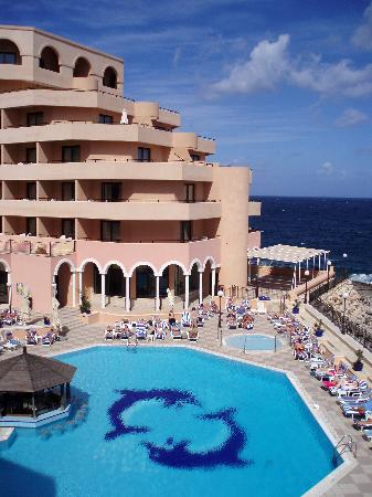 Radisson Blu Resort, Malta St Julian's: Our view in one direction on the balcony over the pool in our Junior Suite