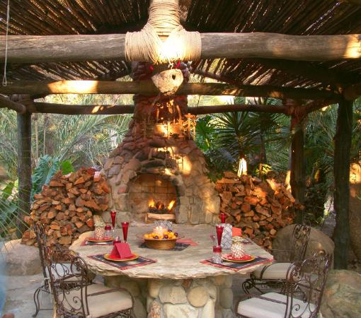 Rolling Thunder Ranch : Thunder House - Outdoor Fireplace