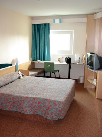 Ibis Leeds Centre: The room