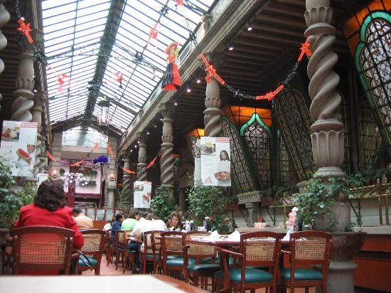 Hotel Geneve Ciudad de Mexico: Sanborn's inhouse restaurant