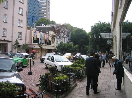 Hotel Geneve Ciudad de Mexico: View of Zona Rosa near hotel
