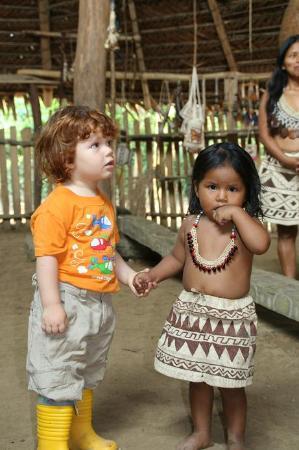 Amazonas Sinchicuy Lodge: contacto con nativos